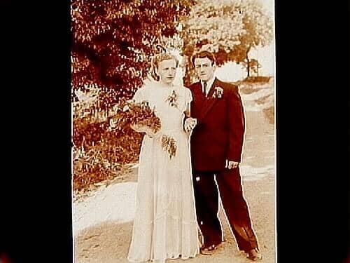 d685b8a94b41 Bröllop, brudpar. Brudens far är Sören Pedersen. Esplunda herggård ...