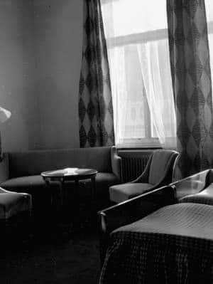 Byggspecial Oxhagen 11 februari 1966 I ett vardagsrum i en