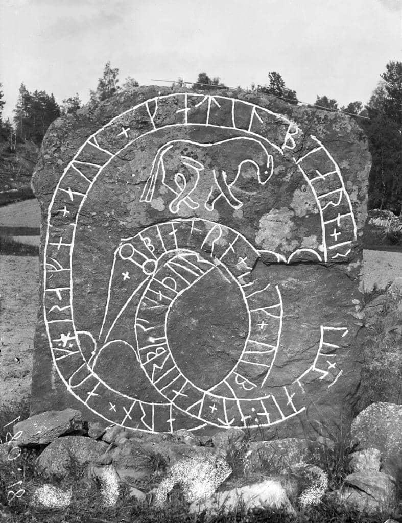 Rune stone, Vsterby, Sorunda, Sdermanland, Sweden   Flickr